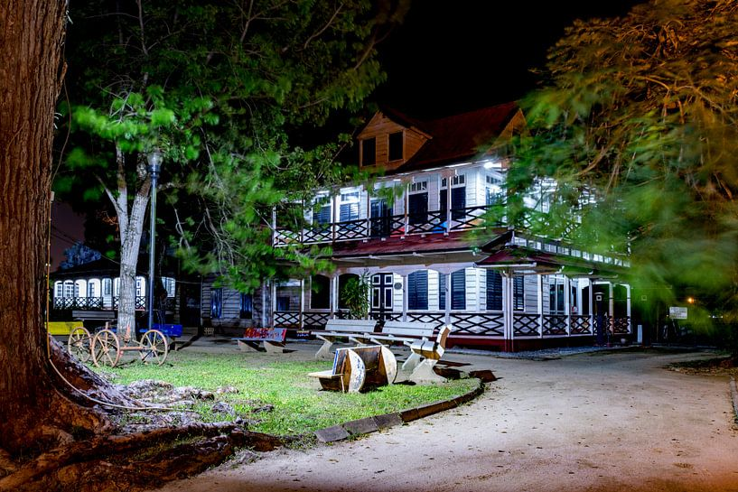 Avondfoto Paramaribo van Ton de Koning
