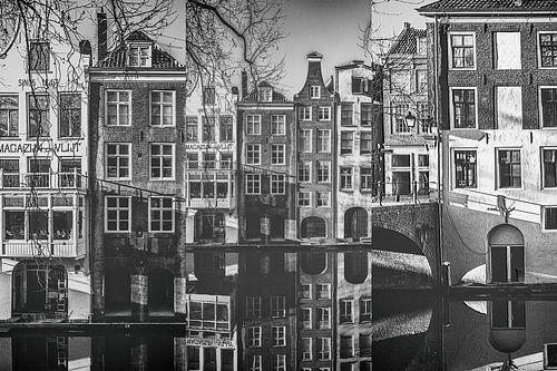 Drieluik grachtenpanden aan de Oudegracht in Utrecht