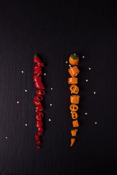 twee gekleurde pepers 3 van 3 van Anita Visschers