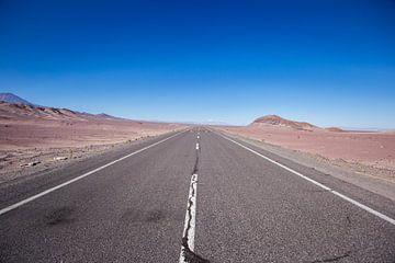 Lege weg in de Atacama woestijn von Armin Palavra