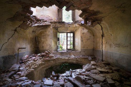 Villa met Gat in de Vloer. van Roman Robroek