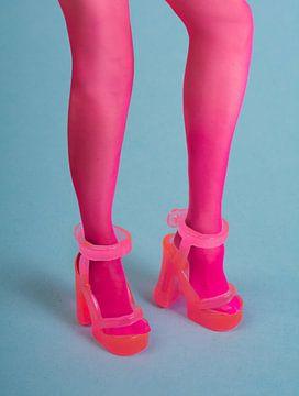 Rosa Plastik Spielzeug hochhackige Sandale von Peter Hermus