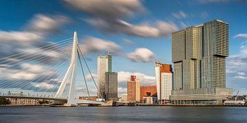 Skyline des Kop van Zuid und Erasmus-Brücke in Rotterdam von Frans Lemmens
