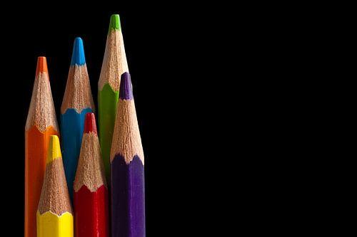 Canvas van gekleurde tekenpotloden