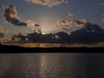 Dramatische zonsondergang aan de waterwegen van Sofie Duchateau