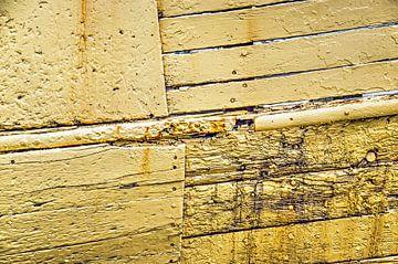 Verwitterten gelben Schiffsrumpf von