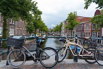 Haarlem, water , bruggen en fietsen van Cilia Brandts