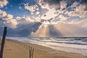 Strand met de Noordzee en zijn wolken