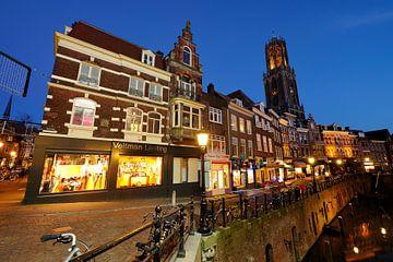 De Vismarkt in Utrecht met de Domtoren op de achtergrond (2) van Donker Utrecht