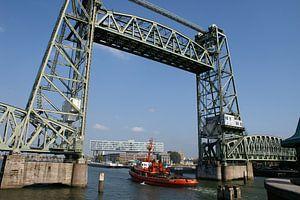 Hefbrug in Rotterdam en een doorkijkje naar het Unilevergebouw