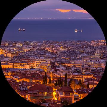 Avond in Thessaloniki, Griekenland van Bert Beckers
