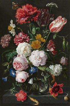 Stilleven met bloemen in een glazen vaas van Hollandse Meesters