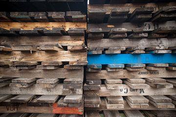 pallets in het havengebied van Rotterdam #7425 van Daan Overkleeft