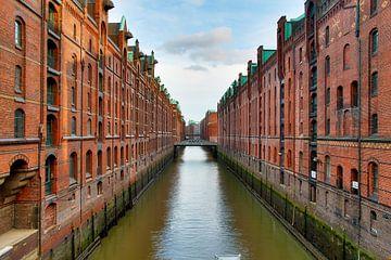 Zicht op de oude pakhuiswijk in Hamburg in de zomer van MPfoto71