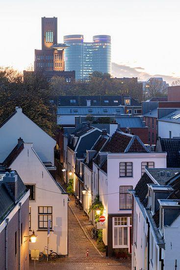 Stadsgezicht Utrecht. Oude stad, Inktpot en hoofdkantoor Rabobank tijdens het gouden uurtje.
