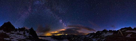 Alpen nacht panorama van Dennis van de Water