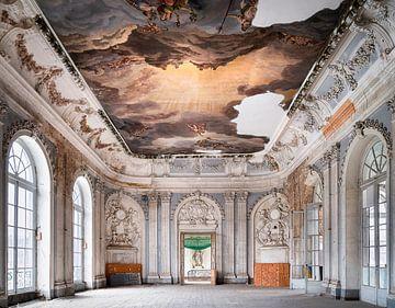 Salle de bal abandonnée avec peinture. sur Roman Robroek