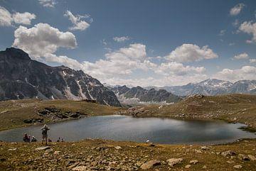 Am Rand auf einem alpinen See von Manuel Declerck