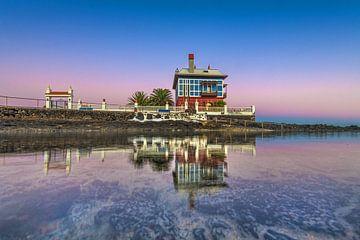 Buntes Ferienhaus in der Nähe der Küstenstadt Arrieta auf Lanzarote von Harrie Muis