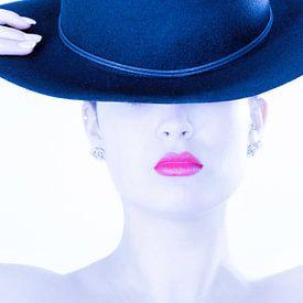 La dame au chapeau bleu .. sur Miranda van Hulst