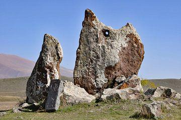 Zorats Karer, Stenen van Macht, Armenië (2) (colour) von Anne Hana