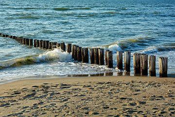 Wellenbrecher an der Nordsee von Claudia Evans