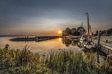 Le port de Laaksum et un coucher de soleil estival sur Harrie Muis
