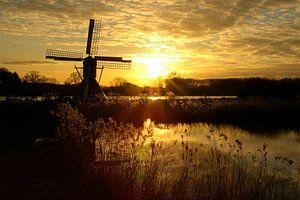 Zonsondergang met molen bij de Oude IJssel