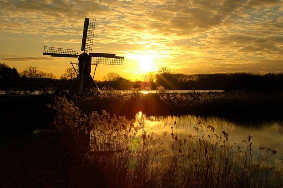 Zonsondergang met molen bij de Oude IJssel van Arno Wolsink