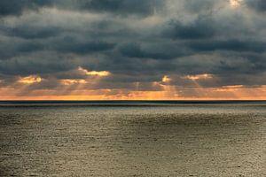 Donkere luchten boven de zee van Gertjan koster