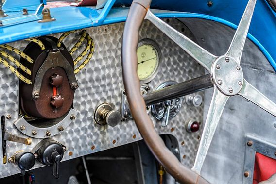 Dashboard op een vintage Bugatti Type 35 race auto