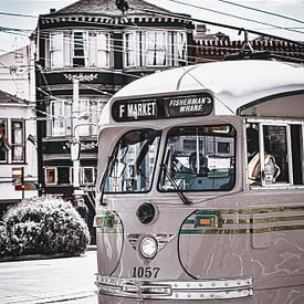 Iconische tram in San Francisco zwartwit (colour pop) van Daphne Groeneveld