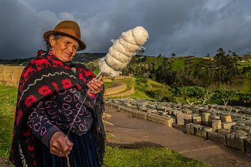 Indiaanse vrouw in Ingapirca Ecuador van