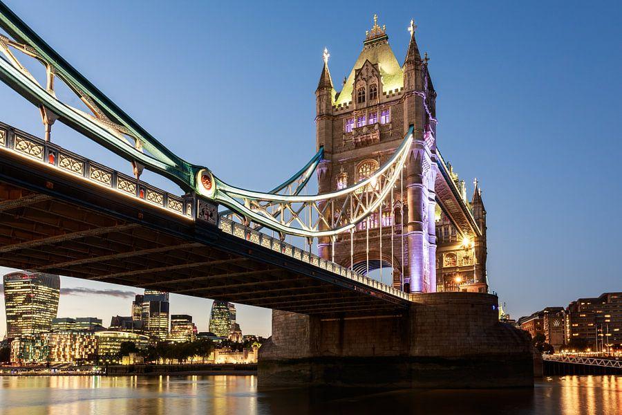 Tower Bridge van Scott McQuaide