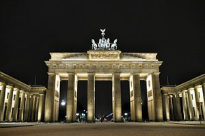 Winter Night at The Brandenburg Gate van Silva Wischeropp