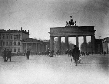 Berlijn, Pariser Platz en Brandenburger Tor, 1900 van Atelier Liesjes