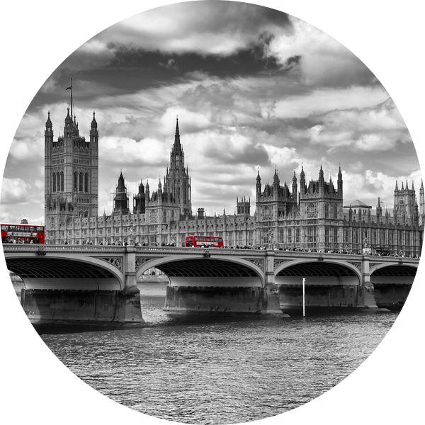 Houses of Parliament & Red Buses van Melanie Viola