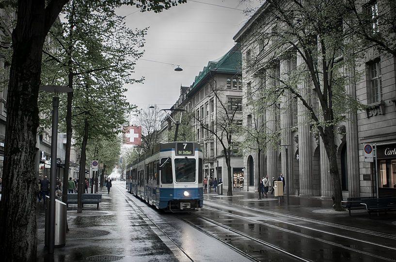 Tram in Zürich van Mark Bolijn