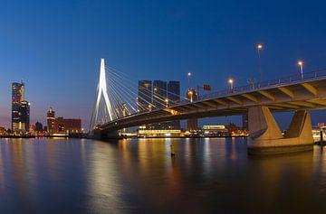 Erasmus-Brücke in Rotterdam sur Charlene van Koesveld