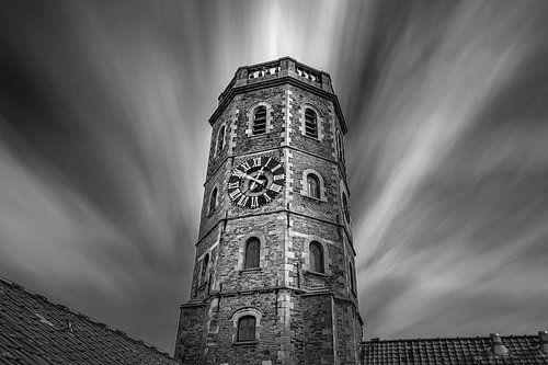 Photo en noir et blanc du beffroi de Menin