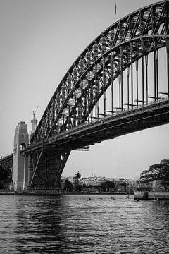 Sydney Harbour Bridge (zwart-wit) van maarten starink