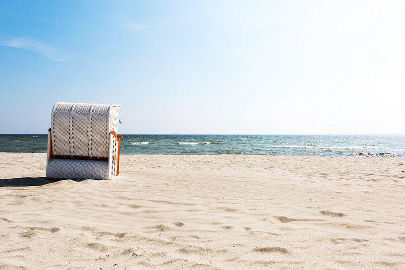 Strandkorb aan zee van Frank Herrmann
