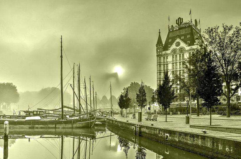 Mist bij de Oude Haven - monochroom van Frans Blok