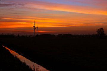 Windmolens tijdens de zonsopkomst van Nynke Altenburg