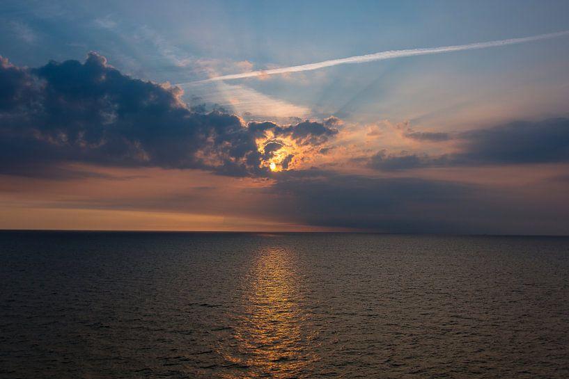 Zonsondergang op de Noordzee van PJS foto