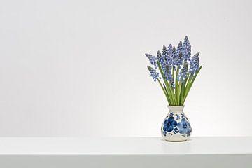 Delftsblauwe druifjes van Roderick van de Berg