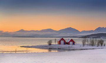 Winter met rode huisjes in Noorwegen van Adelheid Smitt