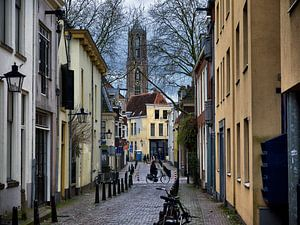 Domtoren Utrecht vanuit de Korte Lauwerstraat van