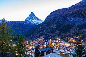 Zermatt mit dem Matterhorn in der Dämmerung von