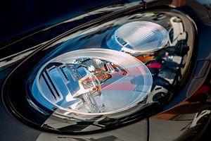 De koplamp van een Porsche Panamera